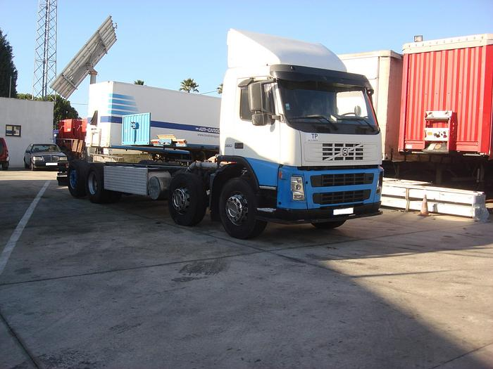 Used 2005 VOLVO FM 380 8X2 chassis cab
