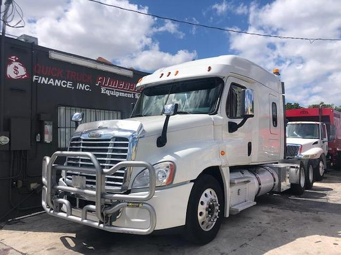 Used 2014 FREIGHTLINER CASCADIA MIDROOF SLEEPER