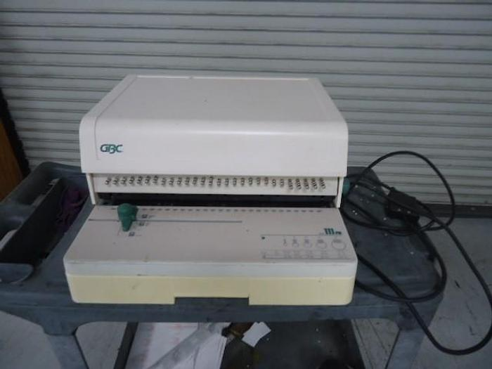 Used GBC 111PM-3 Paper Punch