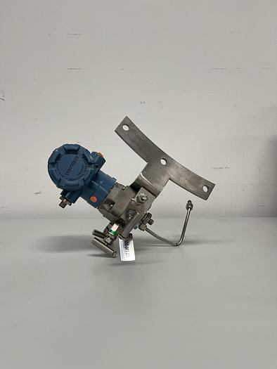 Used Rosemount Manifold / Pressure Transmitter Assembly 0305RC32B11