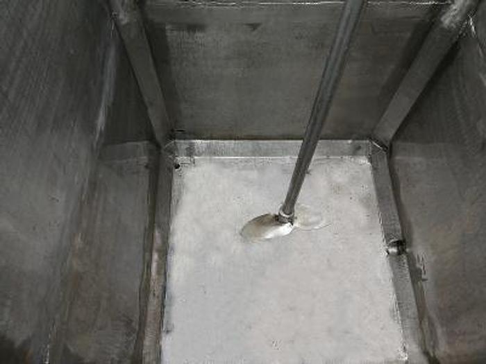 Zbiornik prostopadłościenny nierdzewny z mieszadłem, płaszczem izolacyjnym i wężownicą