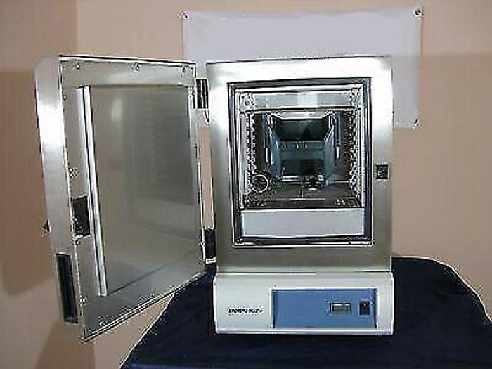Used Lindberg/Blue GO1310SA Oven, Gravity / GO1310SA /. 120V 7.5A / 90W / 50~60Hz / Phase 1 / Temperature Range 260~40C / Lindberg