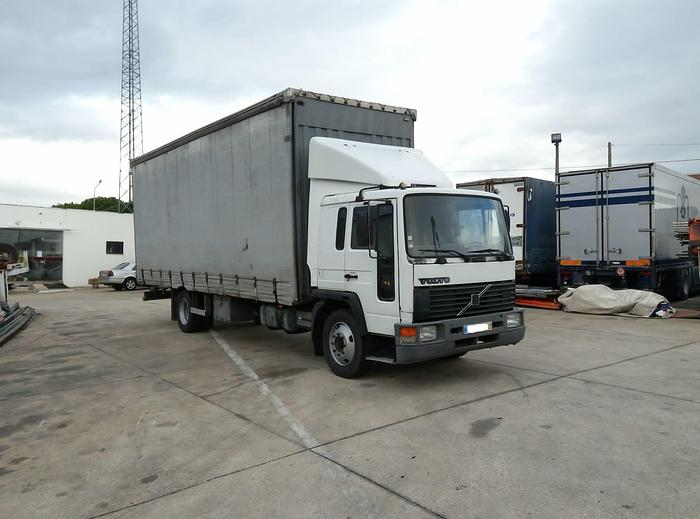 Used 1996 Volvo FL1615 210 curtainsider