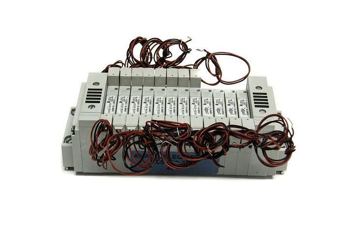 Used Numatics Series 2002 Pneumatic Valve F2DBBD11BL00061 (X12) w/ Manifold NEW (4014