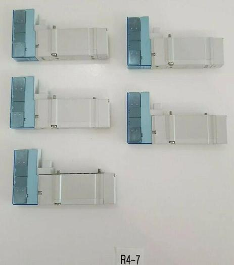 Used *PREOWNED* LOT OF 5 SMC SY5200-5U1 Solenoid Air Control Valve 5 Port 2 Position