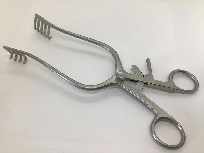 Retractor Self Retaining Norfolk and Norwich 4 X 5 Teeth 25mm Blades x 220mm  Long