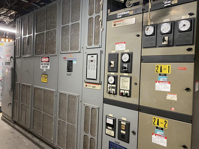 Used CUTLER HAMMER 3000 / 4500 KVA DRY TYPE TRANSFORMER W/ BREAKERS AND SWITCH