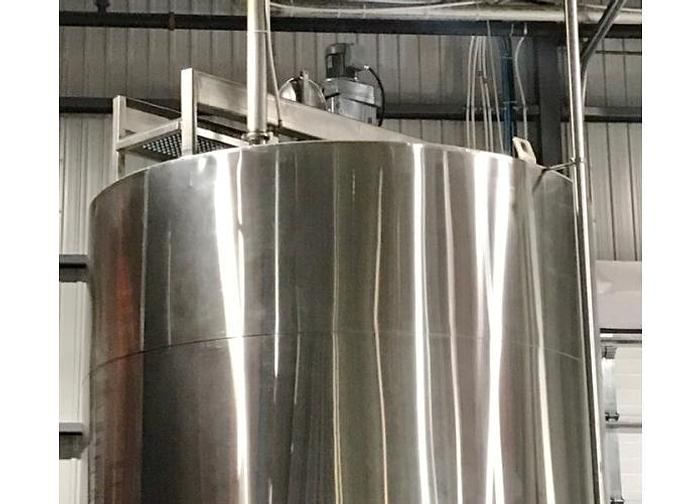 USED 8400 GALLON JACKETED TANK, STAINLESS STEEL, SANITARY, INSULATED, WITH 5 HP MIXER