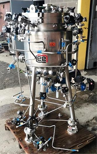 30 Gal Capacity Lee Stainless Steel Vacuum Jacketed Kettle With Bottom Entry Mixer 150 PSI. On Jacket Manufactured 1999