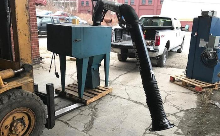 Used AIR-FLOW DUSTPAK USED DUST COLLECTOR APPROX. 1200 CFM WITH E-Z ARM EXTRACTION SYSTEM