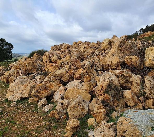 Usata Pietra calcare, vasta quantità e misure, zona Roma / S. Severa