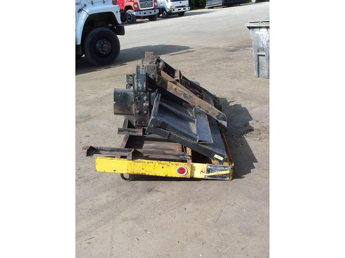 2000 Tommy Lift-Gate- Stock #: 0073