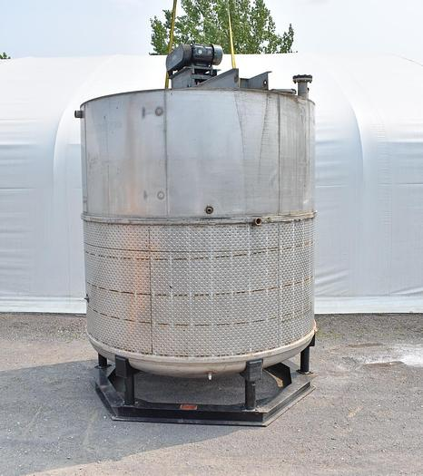 Used USED 5250 GALLON 304 STAINLESS STEEL JACKETED TANK, WITH MIXER