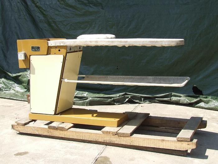 Używane Stół do prasowania bielizny