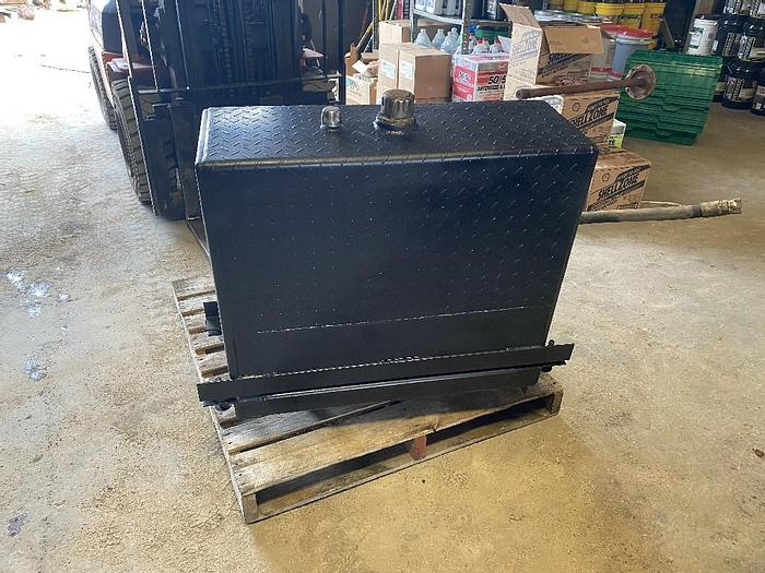 Used GOOD USED BEHIND THE CAB 50 GALLON STEEL HYDRAULIC TANK, READY TO BE MOUNTED INCLUDES FILTER & RELIEF VALVE