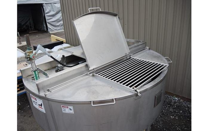 USED 500 GALLON JACKETED TANK (KETTLE), 304 STAINLESS STEEL, WITH SCRAPE AGITATION & MIXER