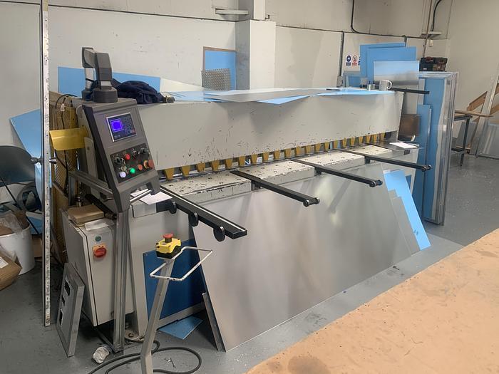 Used Machcut 2500mm x 4mm mechanical guillotine