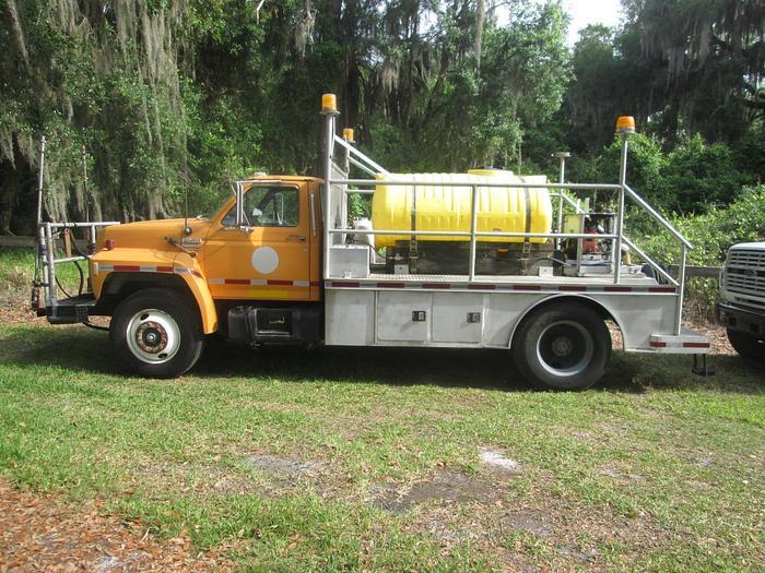 Used 1988 Ford F800 Spray Truck