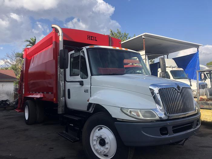 Used 2003 INTERNATIONAL 4400 REAR LOADER GARBAGE TRUCK