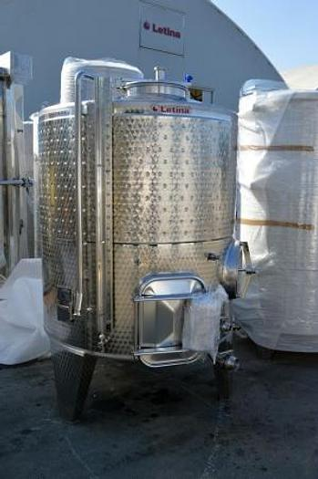Letina 600 gallon red fermenters