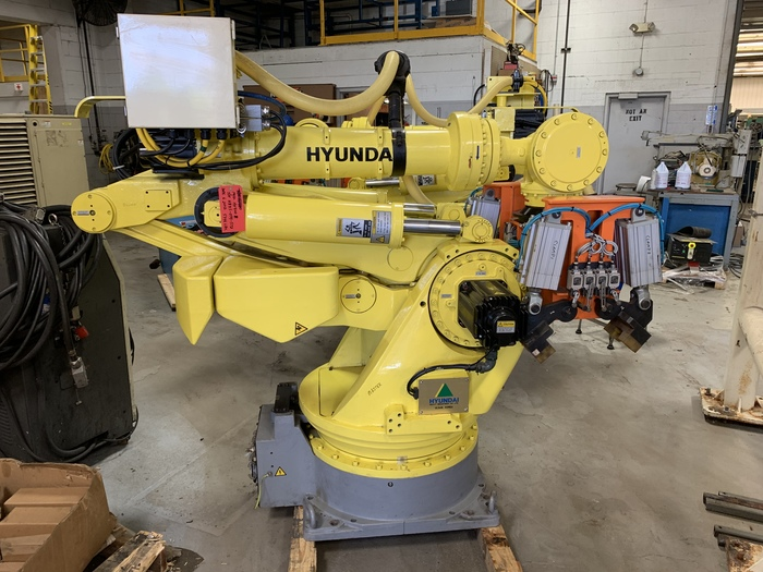 HYUNDIA MODEL HX400 400KG X 2573MM H REACH WITH Hi5-N80U CONTROLLER