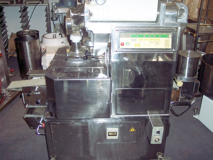 RHEON KN200 EXTRUDER / ENCRUSTING MACHINE