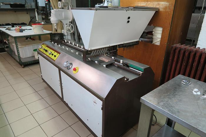 DEPOSITOR for chocolate centres
