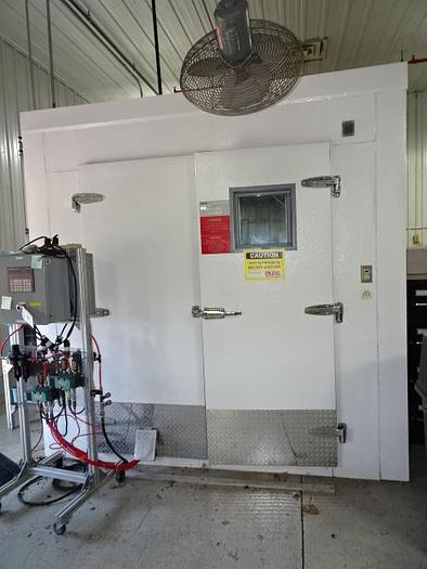 Used DURA TECHNOLOGIES HOT AND COLD TEST CHAMBER
