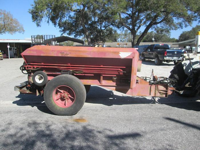Used Conibear 5 Ton Fertilizer Spreader