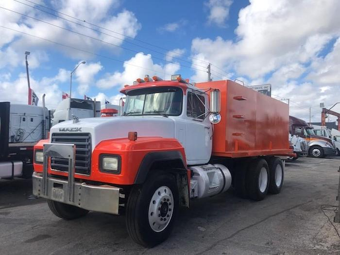 Used 1994 MACK RD688S WATER TRUCK NON-ELECTRONIC