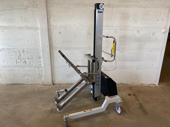 Använd #1142 Skänkvagnstilt för arbetshöjd 150cm