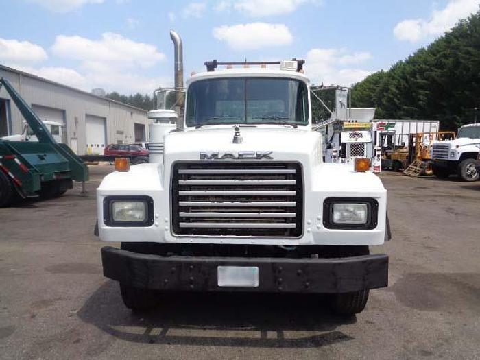 2000 Mack RD690S- Stock #: 8627