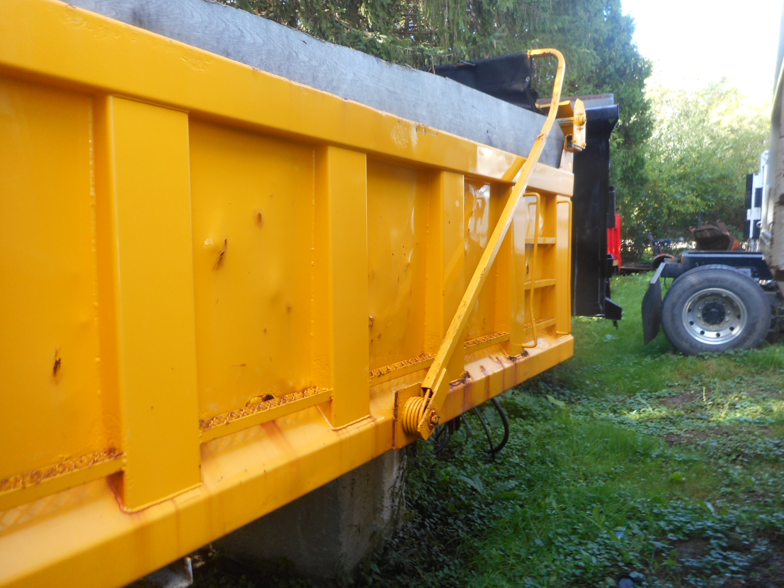 2006 Heil 12ft. Gravel Box and Hoist- Stock #: 8591