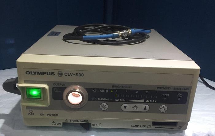 Gebraucht OLYMPUS CLV-S30 OES Kaltlichtquelle für die starre Endoskopie