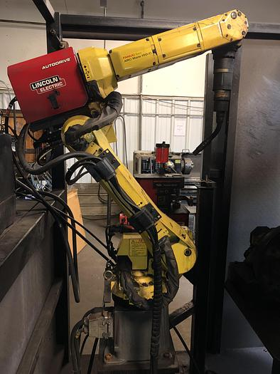 Used FANUC ARCMATE 100iC MIG WELDING CELL WITH A/B SIDED TABLE AND SERVO DRIVEN ROTARY TABLE ON EACH SIDE