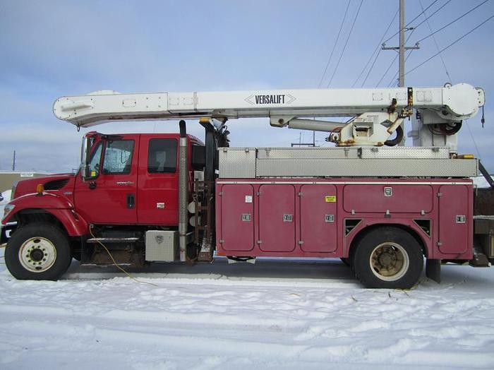 2008 International 70S Line Truck