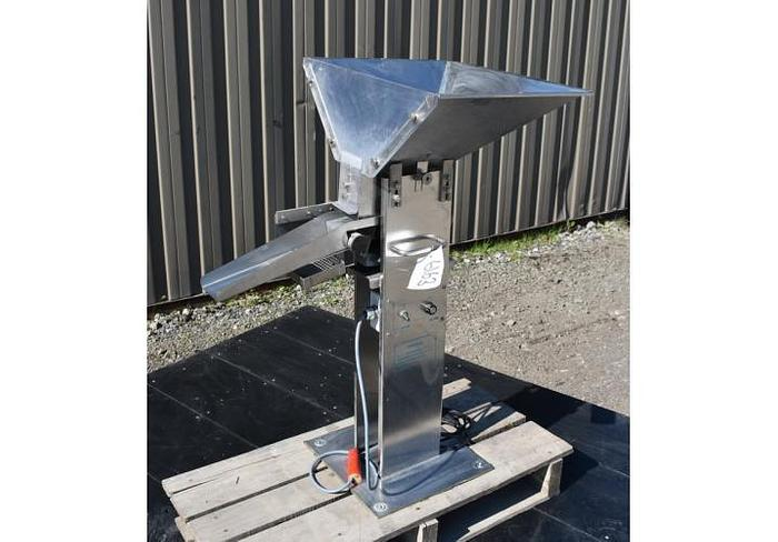 "USED VIBRATORY FEEDER, 3'' WIDE X 11"" LONG, STAINLESS STEEL"