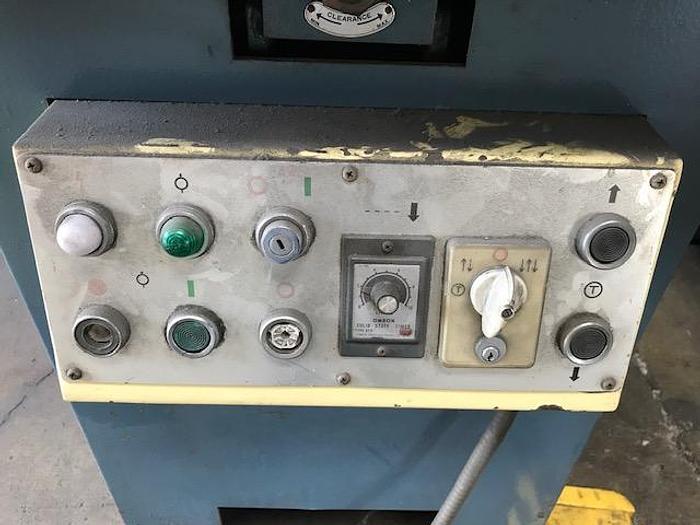 """1983 1/4"""" Amada CSH-220 Hydraulic Notcher"""