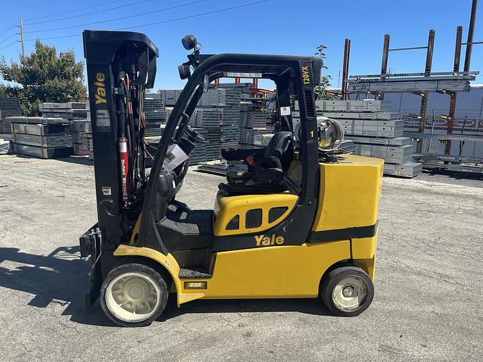 Used 12,000 POUND YALE FORKLIFT W/ OPTION FOR ROLL CLAMP