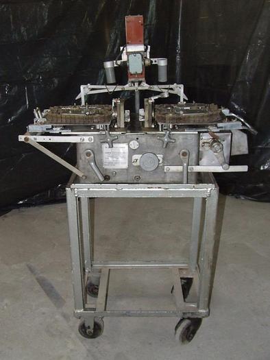 Urządzenie do sznurkowego przewiązywania serdelków w jelicie cienkim