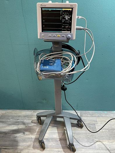 Gebraucht Datascope Trio Patientenmonitor auf Trolley mit 2x Manschette, EKG Kabel und SpO2 Fingersensor