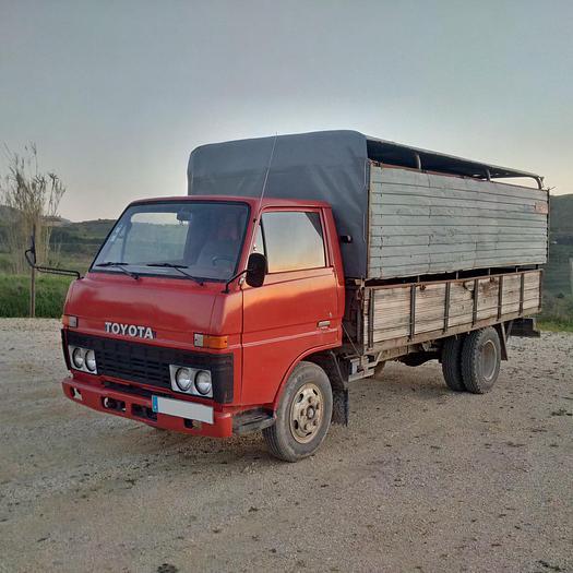 1983 TOYOTA Dyna BU30 / 300 livestock truck