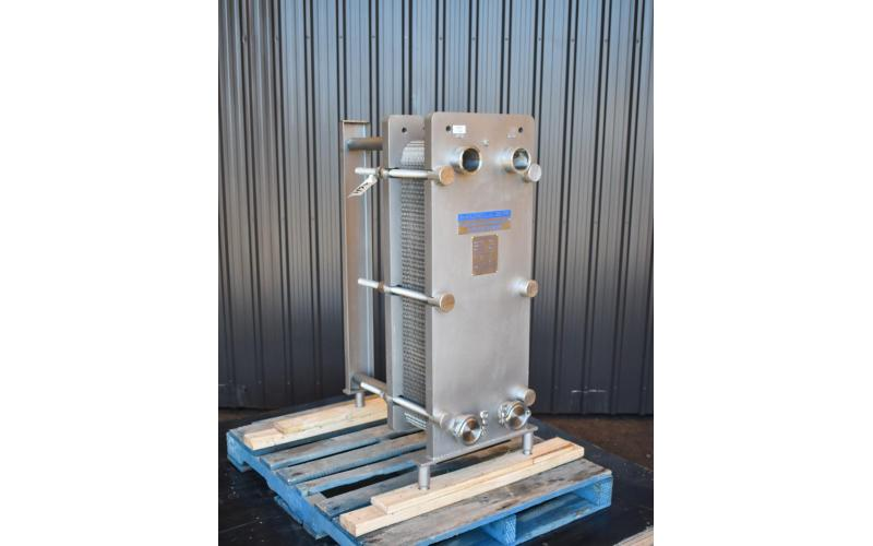 USED MUELLER SANITARY PLATE HEAT EXCHANGER, 136 SQ.FT.