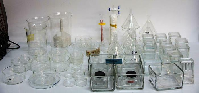 Used Pyrex, Kimax Beakers, Funnels, Staining Jars, Lab Glassware Large Lot (7707) W