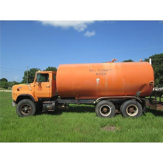 1988 L8000 Tandem Axle  Water Truck With 5000 Aluminum Tank