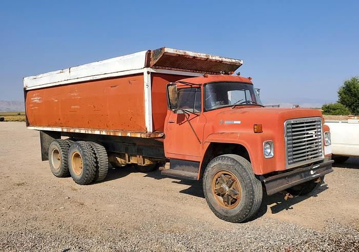 Used International Dump Truck w/ 20' Bed - Gas