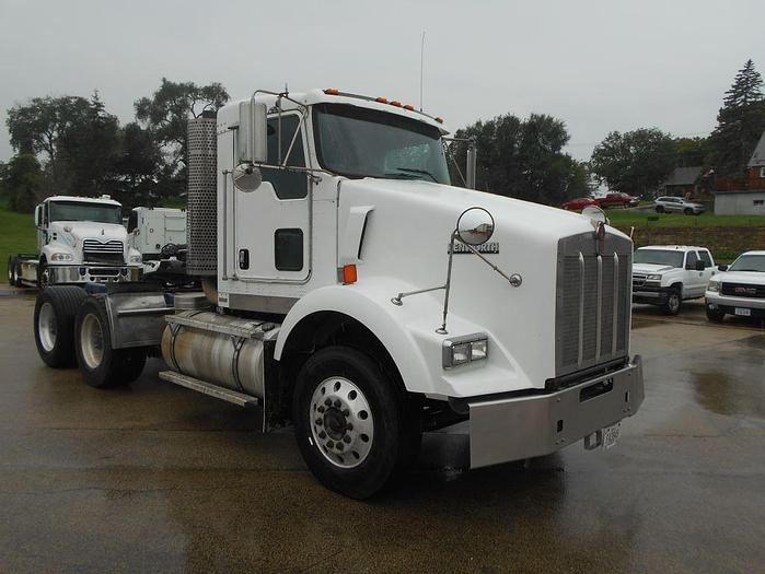 Used 2010 KENWORTH T-800 DAYCAB TRUCK