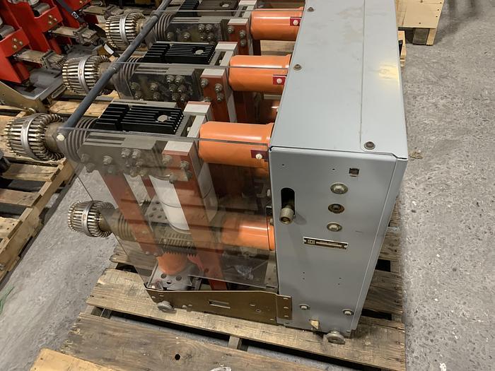 Used SQUARE D COMPANY 3000 AMP MEDIUM VOLTAGE BREAKER VACUUM SWITCH