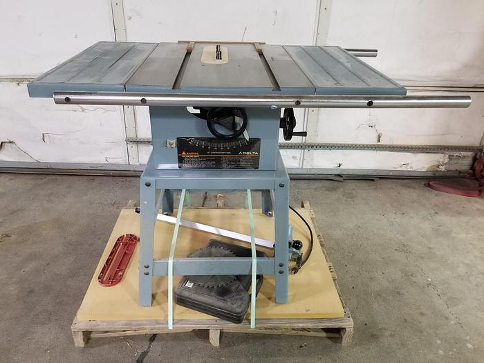Used Delta 34-444 Contractors Table Saw