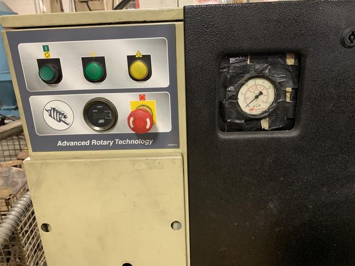 INGERSOLL RAND UP6-10-150 10HP SCREW COMPRESSOR TANK MOUNTED